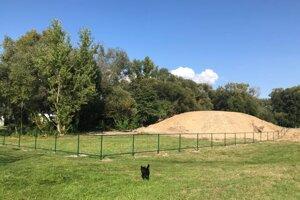 V Záturčí budú psíčkari začiatkom októbra môcť venčiť v psom parku.