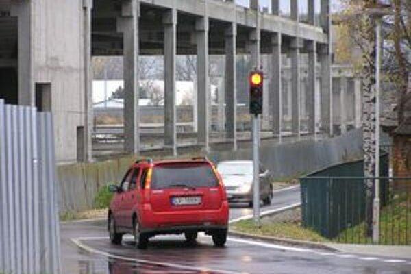 Smer z mesta na Zobor - ráno od 5. do 9. svieti autám červená.