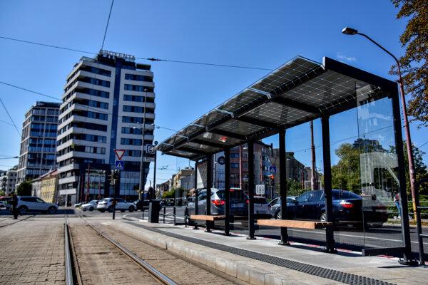 Zrekonštruovaná električková zastávka Račianske mýto.