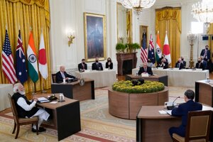 Na snímke zľava v smere hodinových ručičiek indický premiér Naréndra Módí, americký prezident Joe Biden, austrálsky premiér Scott Morrison a japonský premiér Jošihide Suga.