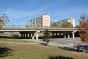 Most na Moskovskej triede na Sídlisku KVP.