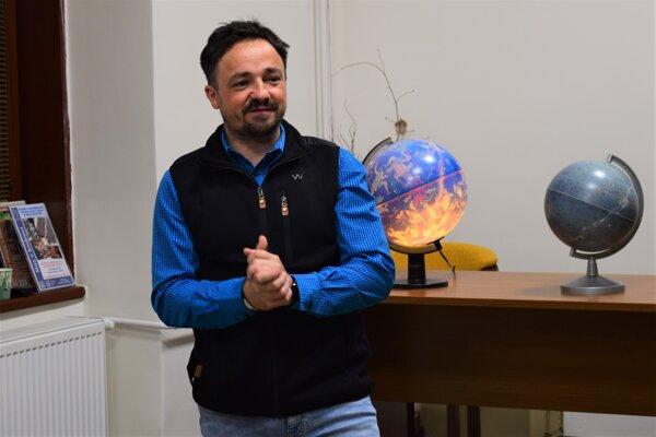 Noc v (Novohradskej) knižnici uzavrela prednáška o hviezdach, ako bonus bolo pozorovanie hviezd.