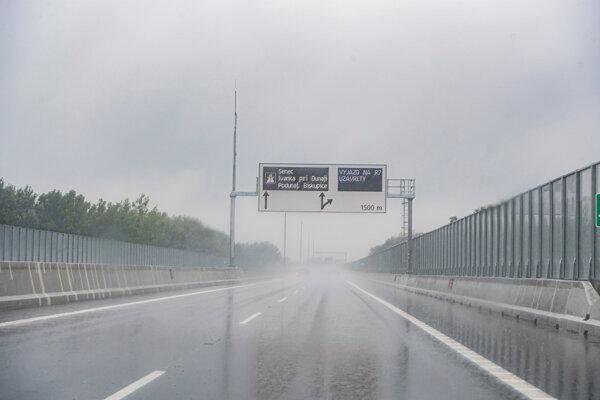 Na snímke nový úsek diaľnice D4 - Lužný most v Bratislave.
