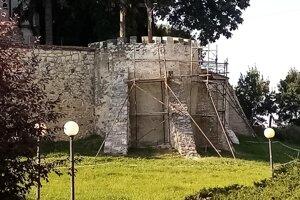 Oprava hradieb potrvá najmenej štyri až šesť týždňov