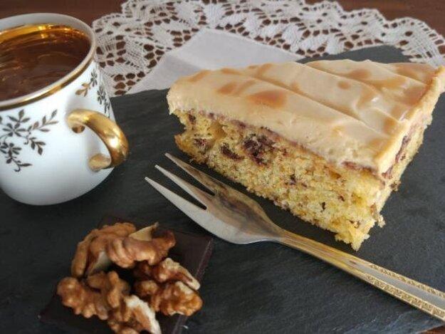 Mrkvový koláč so slaným karamelom