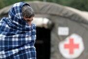 Migrant v utečeneckom tábore Lipa pri meste Bihač v Bosne.