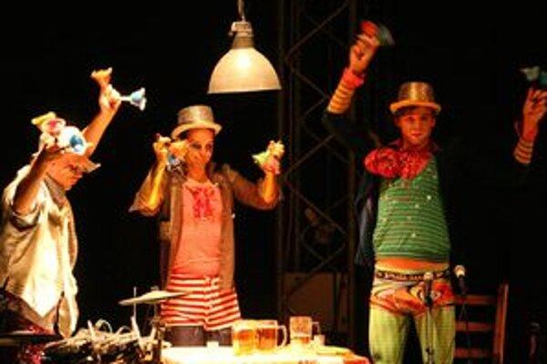 Šou La Putyka je inšpirovaná výrazovými prostriedkami francúzskeho nového cirkusu a tradíciami českého jarmočného divadla.