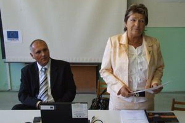 Poľnohospodárskym školám chýba najmodernejšia technika, zhodli sa organizátori projektu. Vpravo je Helena Psotová, šéfka projektového tímu.