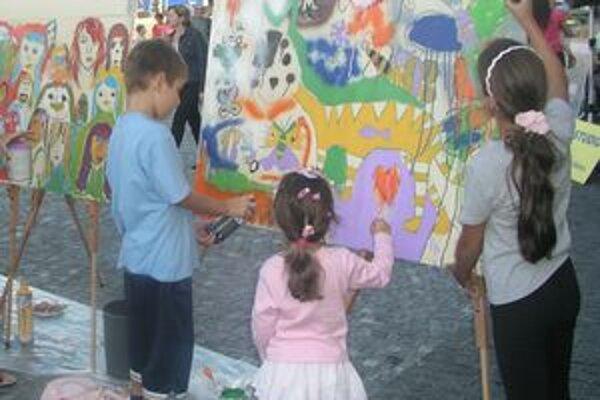 Vlani na Divadelnom jarmoku deti maľovali.