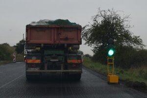 Premávka je v opravovanom úseku riadená semaformi. Zdržanie je závislé aj od hustoty premávky v danom úseku.