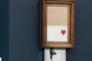 """Pouličný umelec v roku 2018 ohromil svet umenia, keď sa jeho dielo s názvom Dievča s balónikom v Londýne """"zničilo"""" bezprostredne po skončení aukcie. Obraz sa vtedy predal za jeden milión libier."""