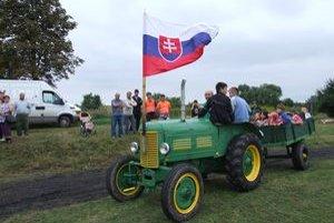 Na blatovom teréne nadskakovali traktory, bavili divákov v Tesárskych Mlyňanoch.