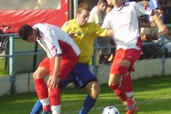 Palárikovo - ČFK Nitra 5:0. V súboji dvoch tímov, ktoré mali pred víkendom zhodne iba jeden bod, jasne zvíťazilli zverenci Tomáša Kuťku.