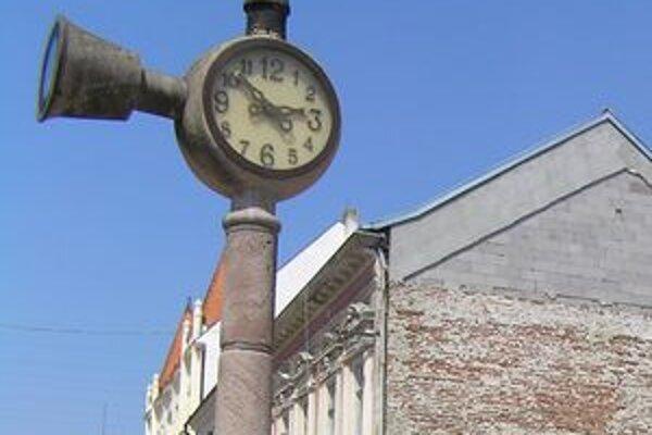 Hudobné hodiny sú na pešej zóne od roku 1996. Dva roky nehrali.