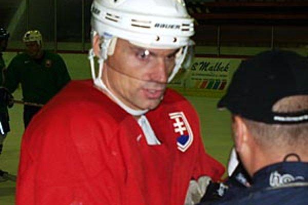 Pohľad do archívu - v sezóne 2003/04 Róbert Pukalovič brázdil nitriansky ľad ešte ako hráč.