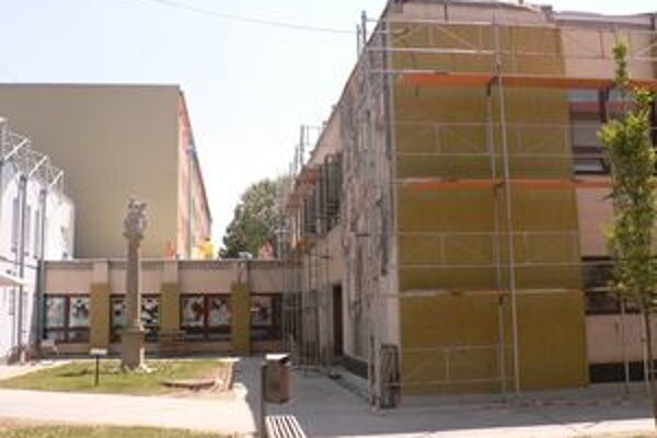 Rekonštrukcia knižnice sa začala v polovici júna, skončiť by mala koncom augusta.