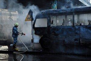 Požiarnik na mieste útoku.