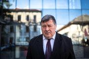 Infektológ Vladimír Krčméry je jednou z najznámejších tvarí očkovacej kampane na Slovensku