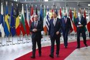 Lídri krajín EÚ na summite, vpredu vľavo rakúsky kancelár Alexander Schallenberg.
