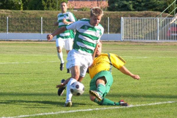 Druhý gól lídra proti Tomášikovu strelil Attila Bajnok.