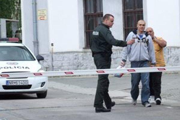 Títo muži (otec a syn) sa cez médiá ospravedlnili za lúpež. V policajnej cele strávili dva dni.