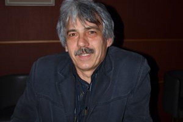 Igor Hochel okrem poézie píše aj poviedky. Plánuje ich vydať knižne.