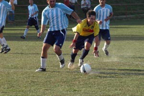 Futbalisti Rumanovej sú prví zostupujúci z oblastnej súťaže. Spôsobil to ich vlastný dorast.
