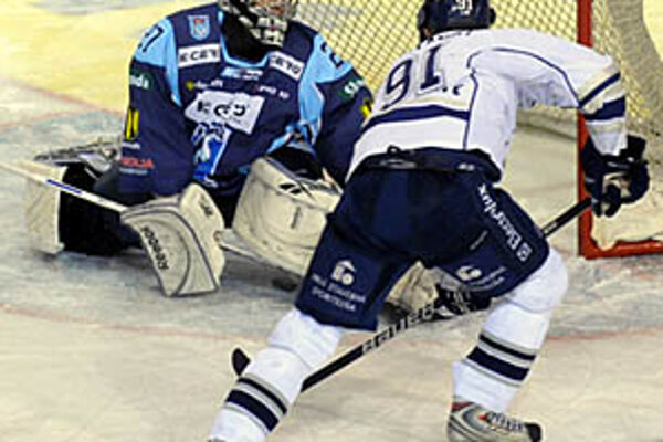 Ján Lipiansky v sobotu dvakrát prekonal Vlastimila Lakosila.