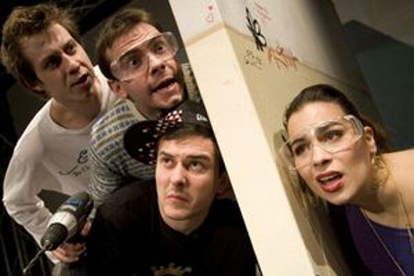 Hra pre tínedžerov Lavv - zľava Peter Kadlečík, Matúš Krátky, Peter Oszlík a Kristína Greppelová.