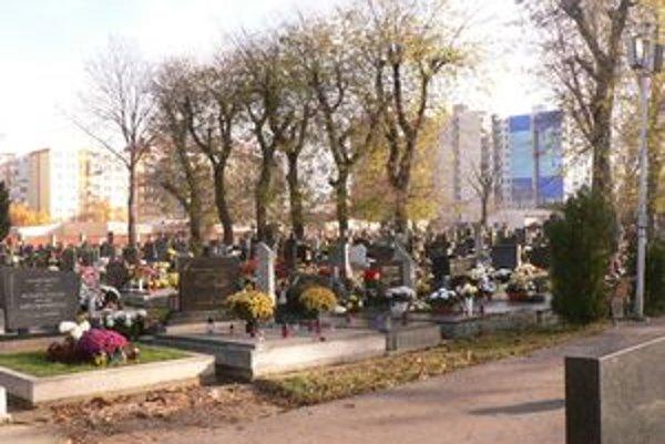 Kapacita súčasného cintorína sa neustále znižuje.