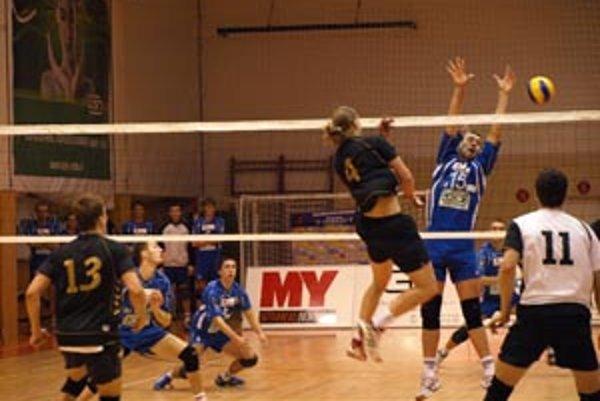 Diváci sa v stredu volejbalom bavili, dráma trvala 130 minút.