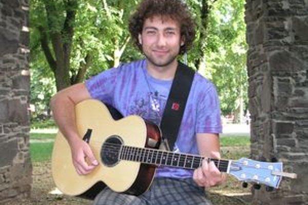 Bystrík plánuje v októbri vydať svoj tretí album.