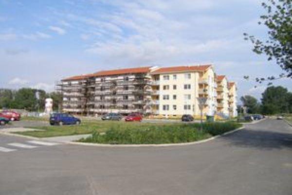 V decembri sa kolauduje druhá etapa výstavby nájomných bytoviek, budúci rok  by sa malo začať s treťou.