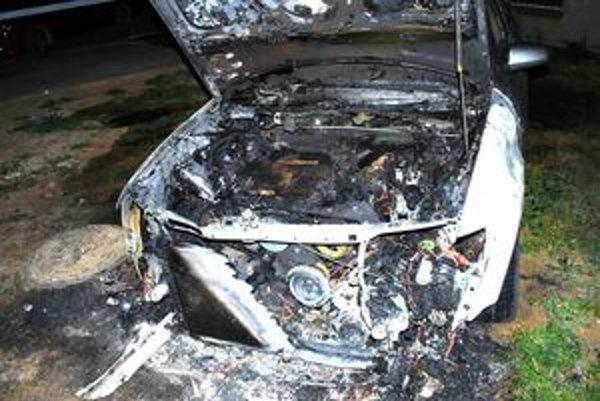 Audi, ktoré bolo odparkované na Murániho ulici, zhorelo do tla.