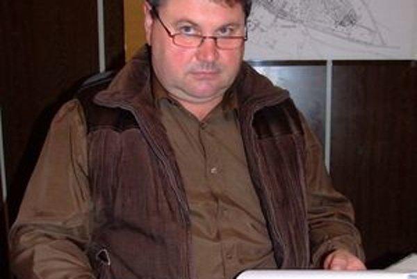 Starosta Zoltán Gyepes dostal prokurátorské upozornenie, pretože nezvolal zastupiteľtsvo na termín, ktorý žiadali štyria zo siedmich poslancov.