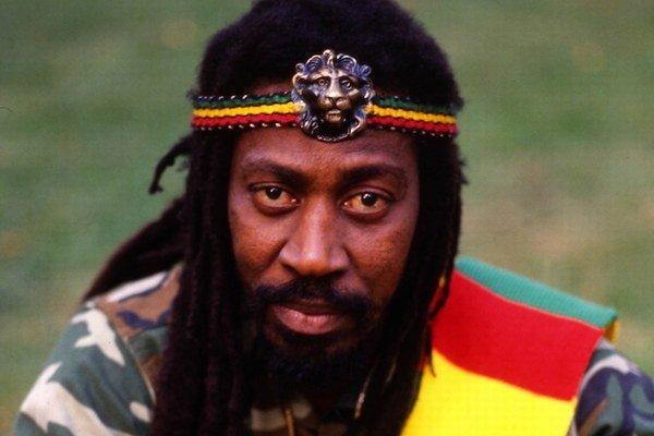 Bunny Wailer s Bobom Marleym založil ikonickú skupinu.
