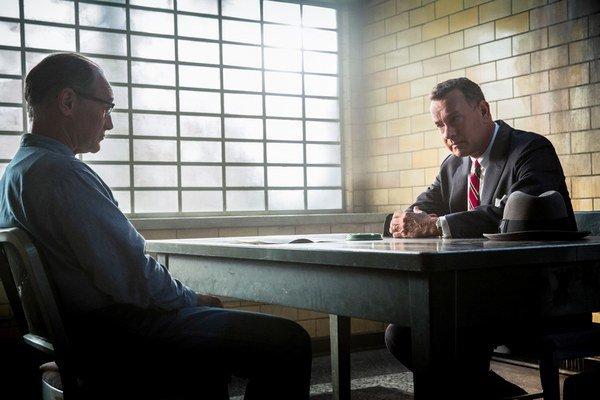 Tom Hanks v úlohe vyjednávača počas studenej vojny.
