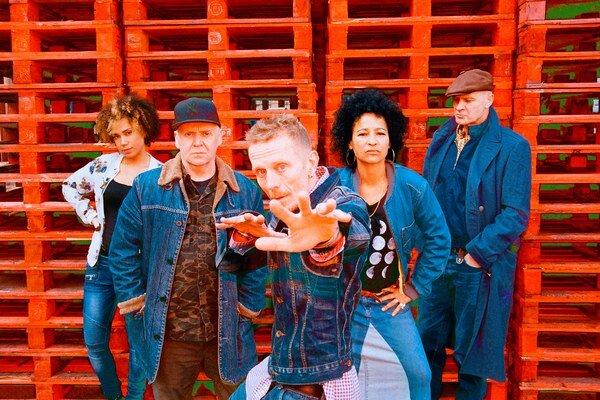 V piatok v Bratislave vystúpia hiphoperi Stereo MCs. Na Slovensku už  vystupovali – bol to jeden z ich prvých koncertov vo východnej Európe.