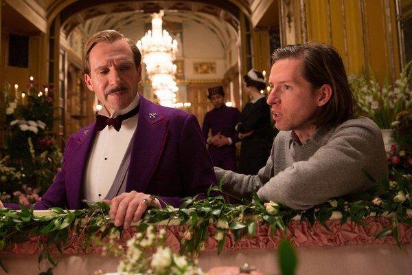 Wes Anderson (vpravo) je režisérom filmu Grandhotel Budapašť, ktorý má spolu s filmom Birdman najviac nominácií na Oscara - deväť. Rozprávali sme sa s ním tesne po premiére na Berlinale.