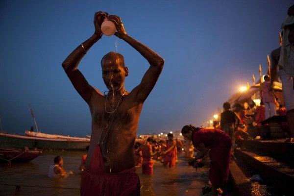 Civilizácie a náboženstvá sú bohatou prehliadkou prístupov k ľudskej smrti. Napríklad v Indii.