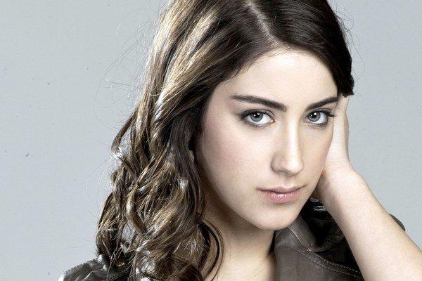 Turecká herečka Hazal Kaya (25).