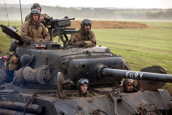 Železné srdce alias štyria americkí tankisti a Brad Pitt na jar 1945 v Nemecku.