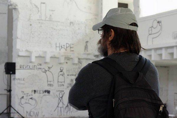 Výstava Dana Perjovschého Vybrané správy potrvá v žilinskej Novej synagóge tri mesiace.