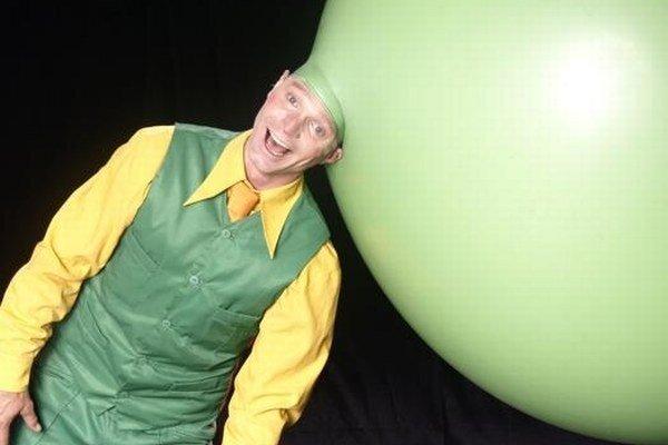 """Z Dánska príde Mr. Toons so svojou balónovou šou. Okrem dvoch vystúpení v Kremnici ho festival v nedeľu """"exportuje"""" aj do Martina."""
