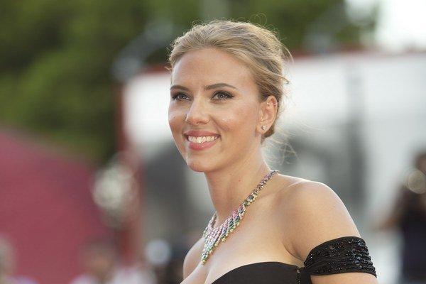 Scarlett Johansson (29).