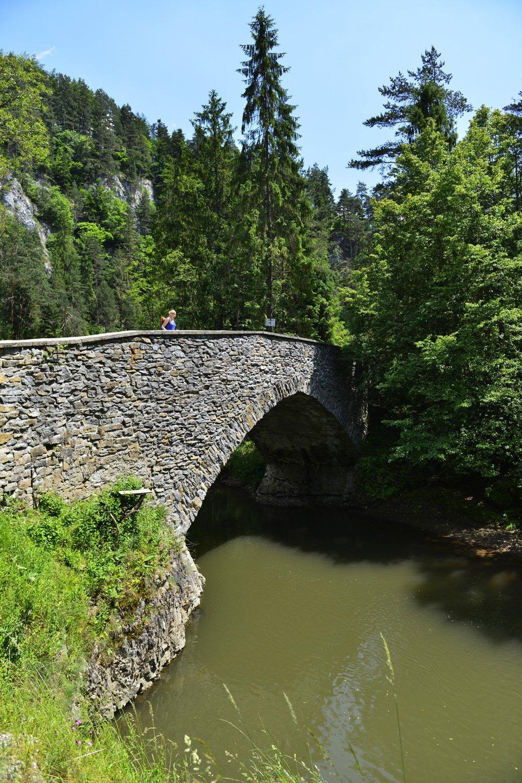 Starý kamenný most cez Hornád pri Letanovskom mlyne v Prielome Hornádu v Národnom parku Slovenský raj.