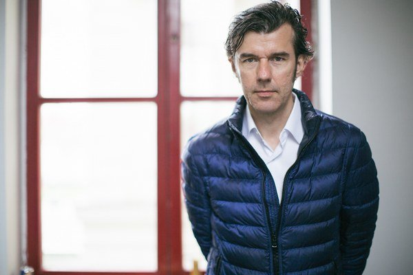 Stefan Sagmeister – špičkový rakúsky grafický dizajnér žijúci v New Yorku, kde pôsobí i jeho štúdio Sagmeister & Walsh. V Bratislave vystúpil v rámci konferencie By Design.