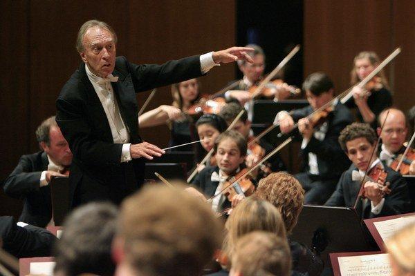 Claudio Abbado na snímke z roku 2007 so súborom Orchestra Mozart.