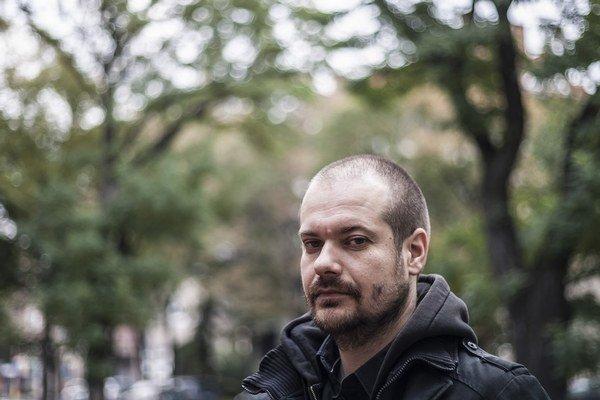 Martin Jančok (1978) absolvoval Fakultu architektúry STU v Bratislave. Pôsobil v architektonickom ateliéri zerozero, v roku 2010 založil vlastné štúdio Plural. Spolu s Alešom Šedivcom získal dve ceny CE.ZA.AR v kategórii Interiér za kníhkupectvo Alexis (2