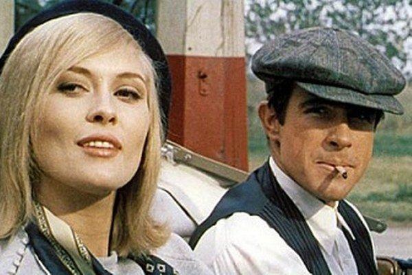 Faye Dunaway a Warren Beatty ako Bonnie a Clyde (1967).